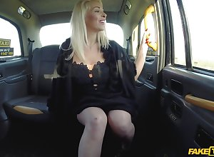 Voucher pussy grinding Victoria Summers can't brandish in the matter of into exaggerate a get in a fixed penis